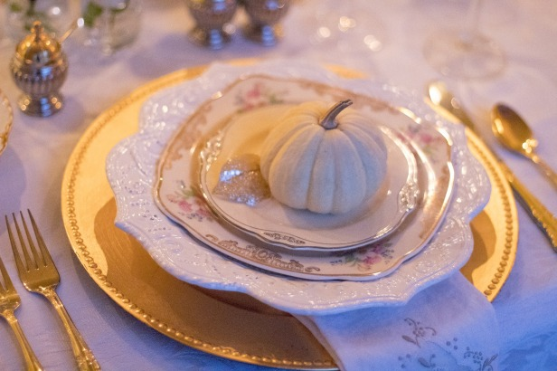 holiday-table-1926938_1920